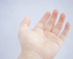 手のひらのほくろの位置で性格が分かる8つのほくろ占い