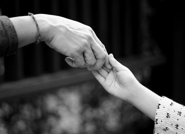 夢占いで分析★手をつなぐ夢を見るときの10つの意味