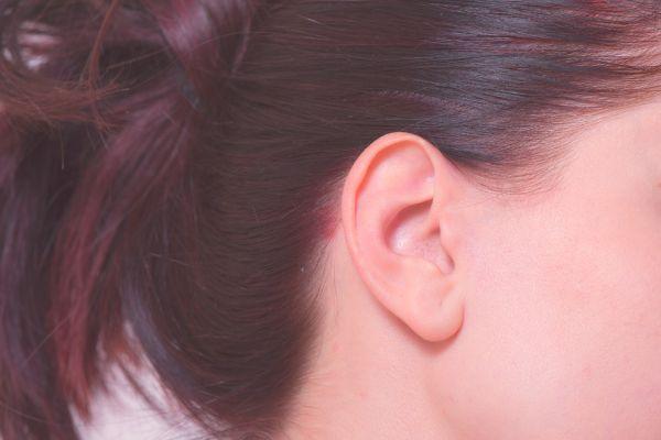 耳周りのほくろの位置で恋愛傾向が分かる6のほくろ占い