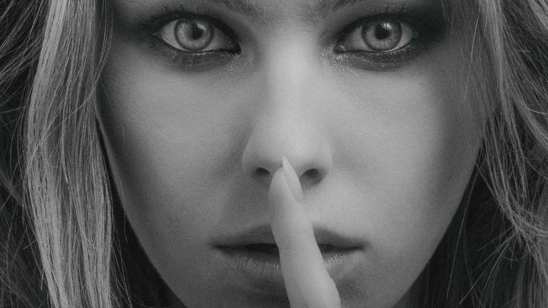 袋鼻の女性