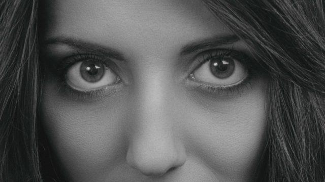 三白眼の女性