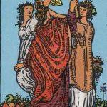 タロットカードの小アルカナ「カップの3」の意味と解説