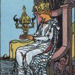 タロットカードの小アルカナ「カップのクイーン」の意味と解説