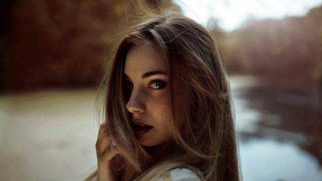 柔毛の女性