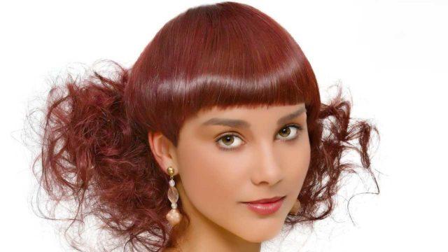 髪型 前髪が揃っている女性