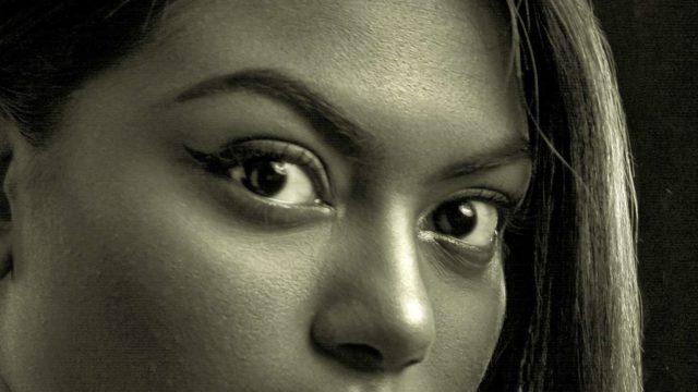 への字の角度が急な眉毛