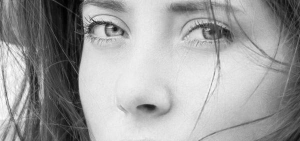 女性の顔 鼻 小鼻