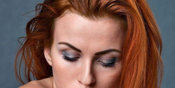 女性 顔 額