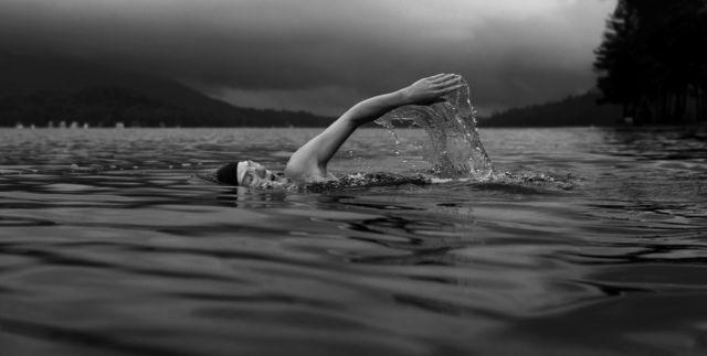 泳ぐ 湖 クロール
