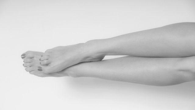 女性の脚 足