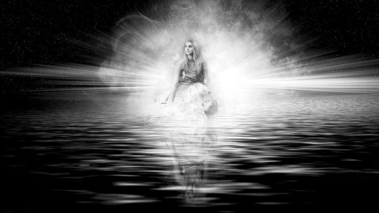 女の子 明るい 光 女性 神秘的 天使 メッセンジャー